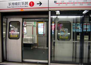 HK-MTR-Screen-Doors-2